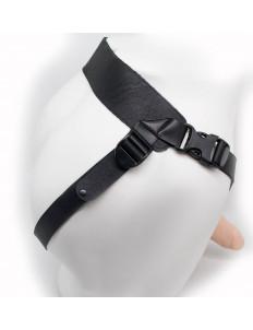 Реалистичный фаллопротез на ремешках с заклепками - 18 см.